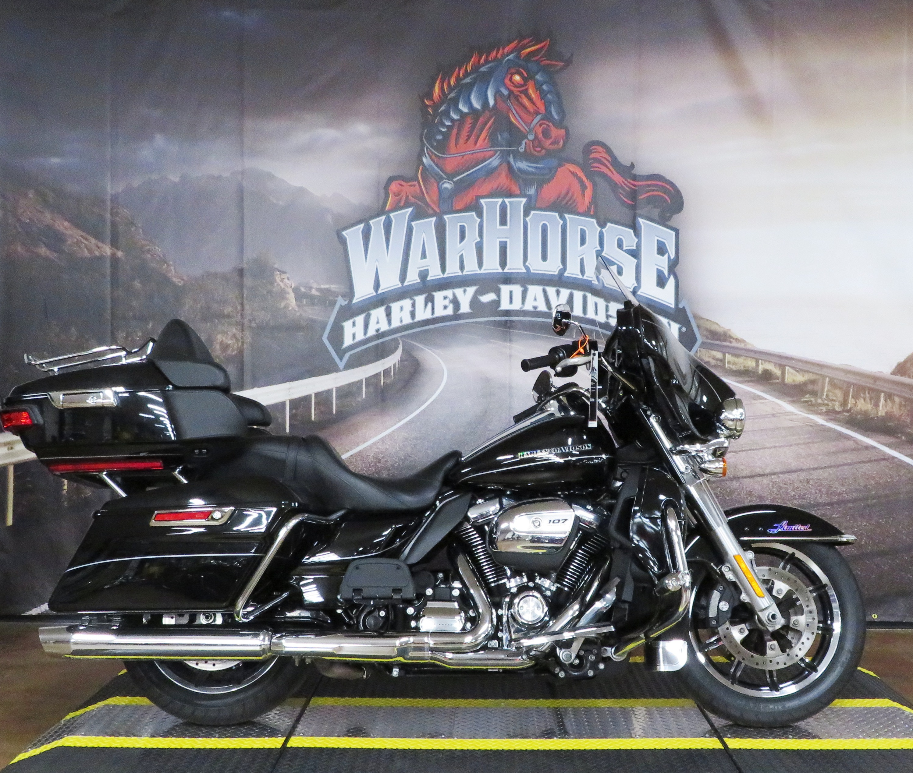 Pre-Owned 2017 Harley-Davidson Ultra Limited Low